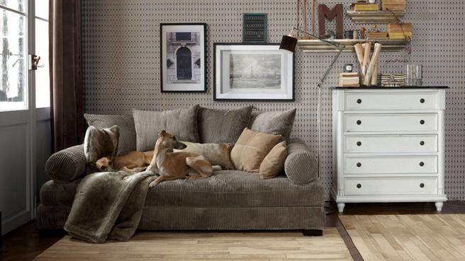 Les petits #salons peuvent aussi être aménager, il suffit de ne pas abuser des accessoires afin de ne pas encombrer la pièce.