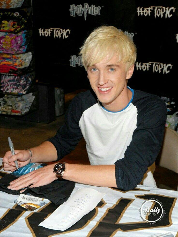 Awwwwwww He S Toooooooooooo Cute Harry Potter Draco Malfoy Draco Harry Potter Tom Felton