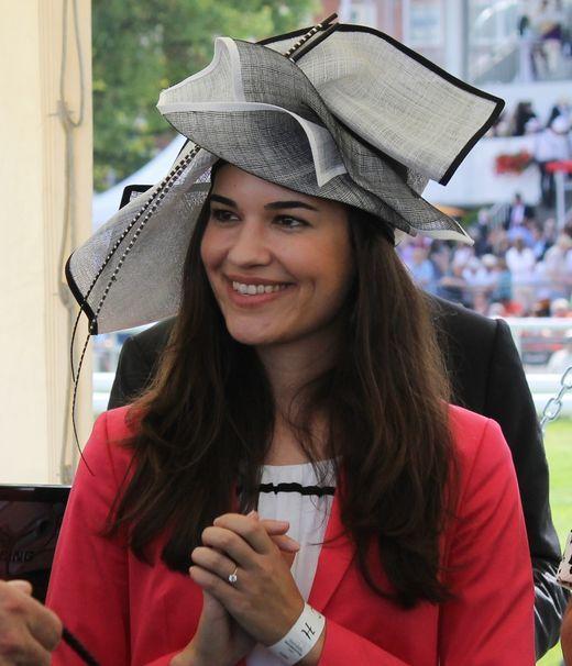 Siegerin im Hutwettbewerb: Franziska Freiin von Hutten