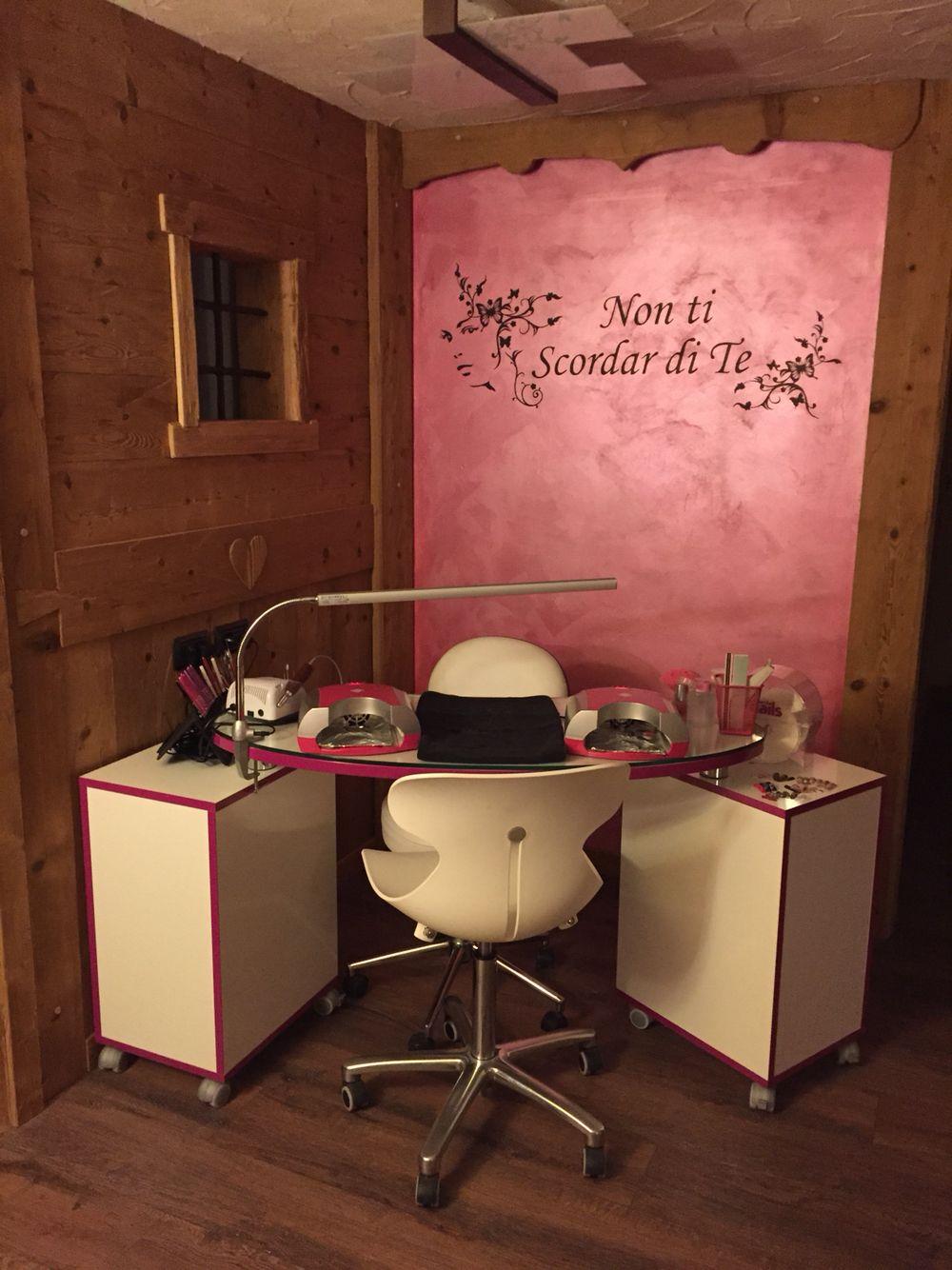 Rustic home nail salon decor ideas | nail technician room ...