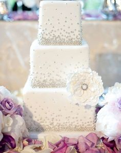 30 Most Luxurious Wedding Cakes You Will Love   Wedding Cake Style     White square wedding cake with silver beading