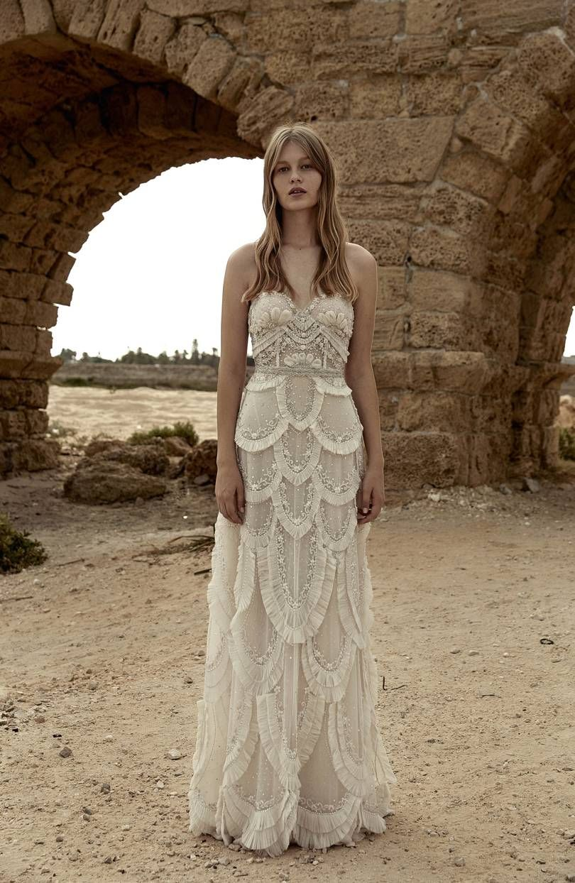 Non traditional wedding dress   Unusual Wedding Dresses For The NonTraditional Bride  One Day