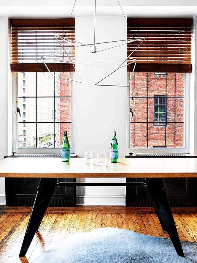 Mesa e luminárias