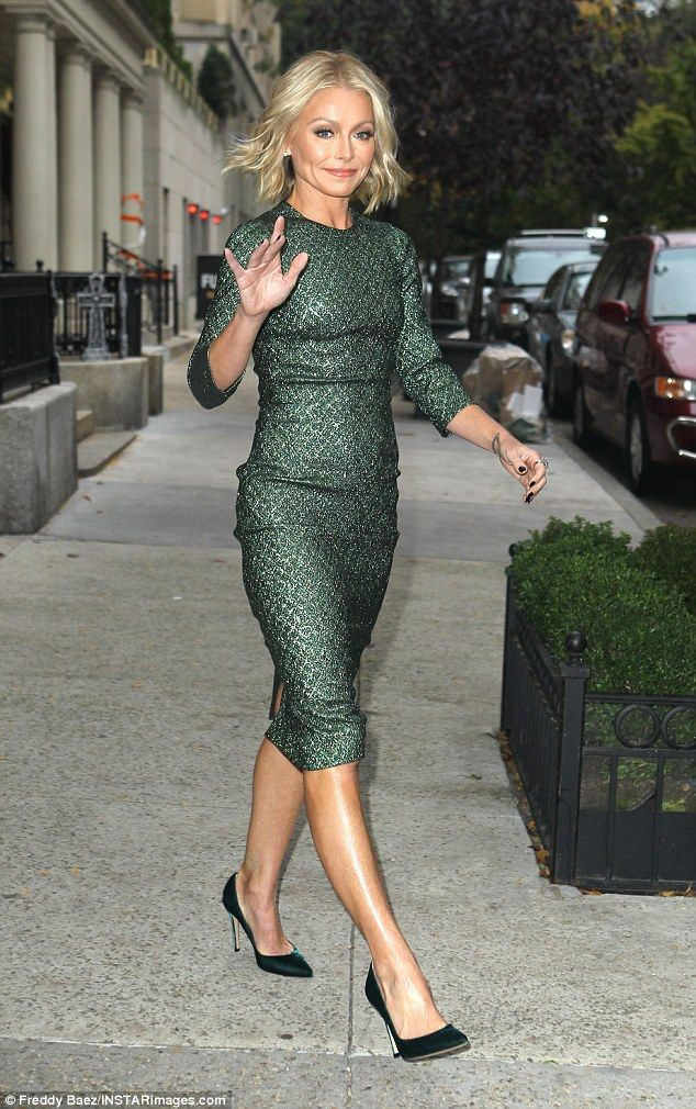 Stylish Kelly Ripa Stepped Out Thursday In A Dark Green Dress And Waved To Fans As She Le