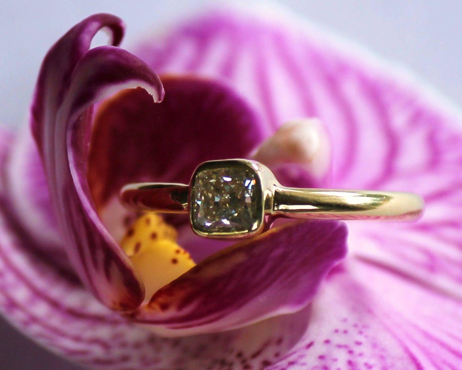 1/2 carat, cushion cut diamond ring, 18 kt yellow gold, bezel ...