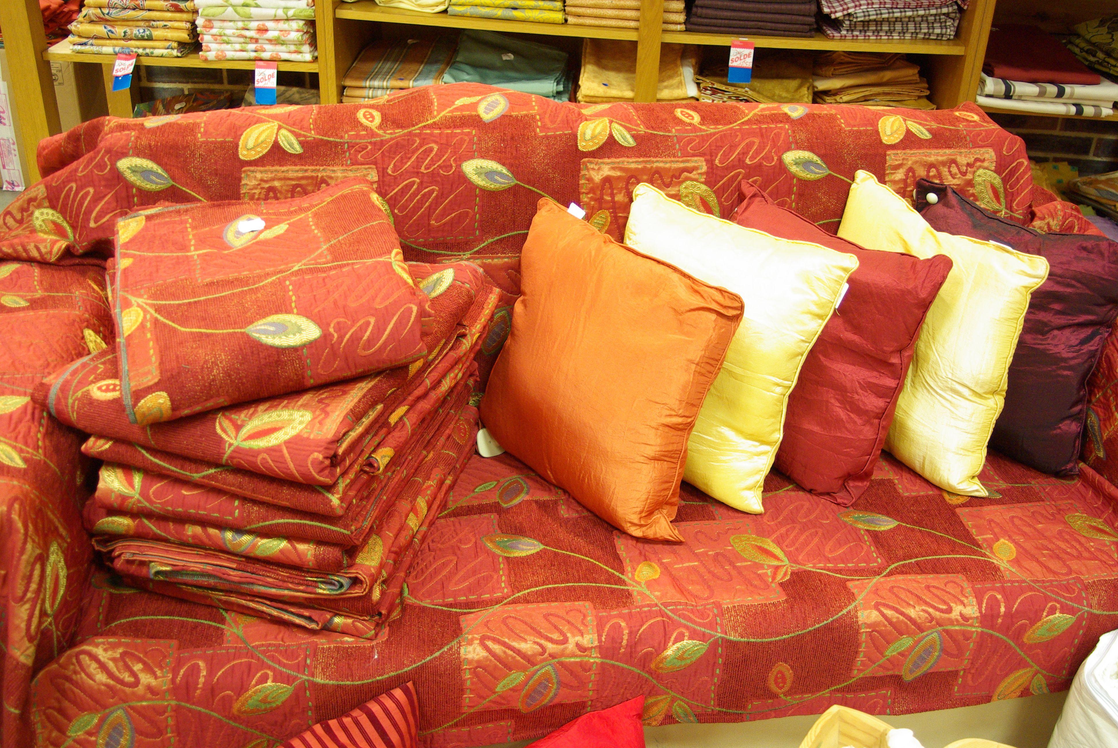plaid pour canap en 140 x 240 coton polyester avec les coussins assortis en 40 x 40. Black Bedroom Furniture Sets. Home Design Ideas
