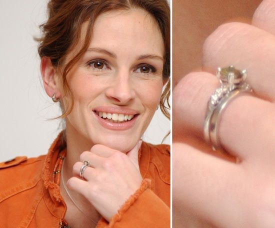 Julia Roberts Is Down To Earth She Wears A 3 750 Engagement Ring That Her Husband Danny Moder Purchased At A Shopping Mall He Proposed To Her And They Were