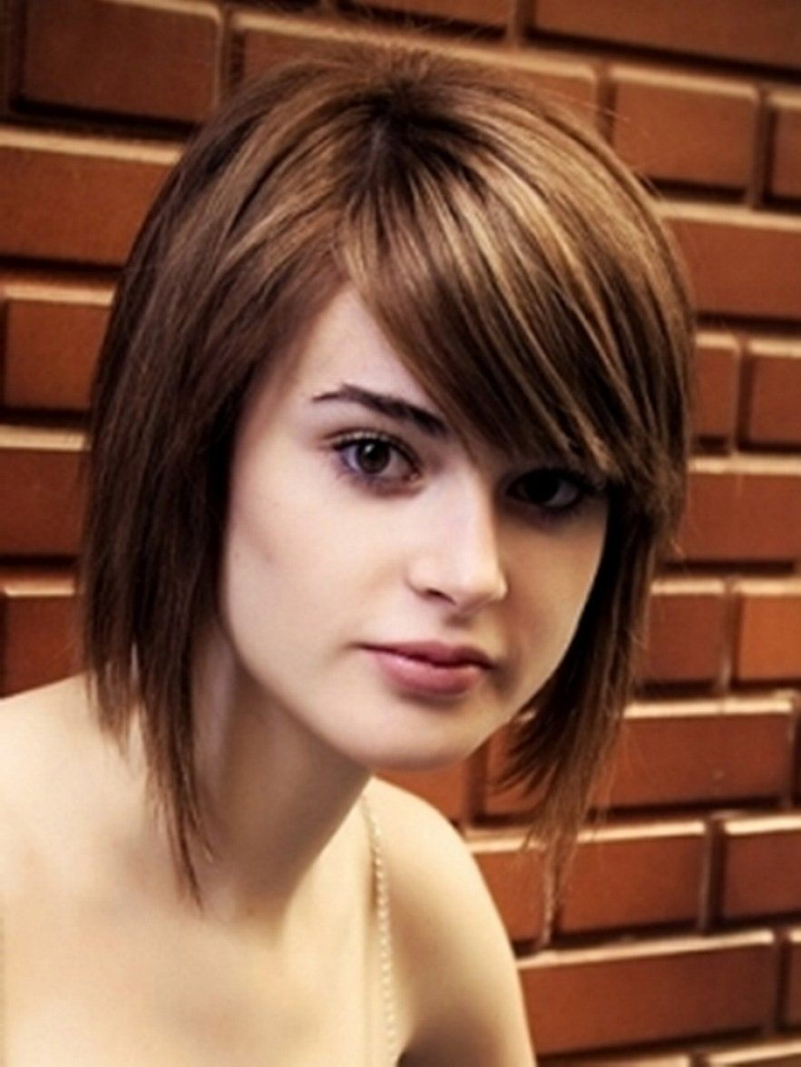 Straight Short Bob Hairstyles With Side Bangs For Round Faces And Short Hair Styles For Round Faces Round Face Haircuts Hairstyles For Round Faces
