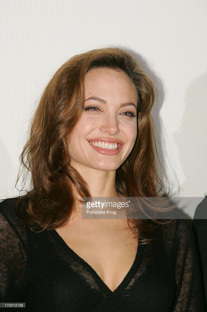 Angelina Jolie At The Film Premiere 'Alexander' In Cinedom in Cologne 171204.