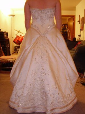 How to bustle a wedding gown bustle it pinterest for Wedding dress train bustle