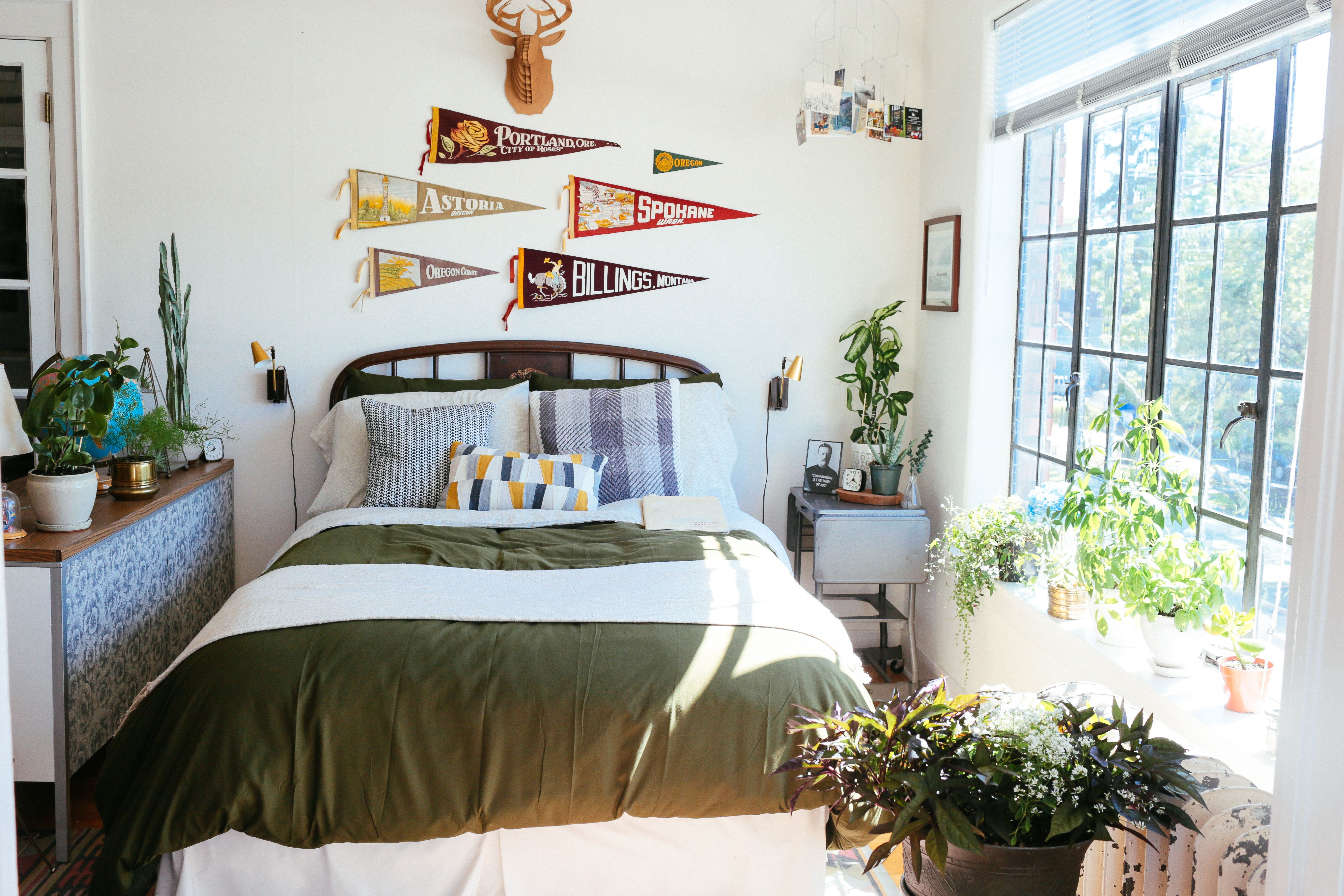 Home Decor Inspiration We Love Using Plants To Brighten Up Any Room Modern Bedroom Modern Design Home Decor Inspiration