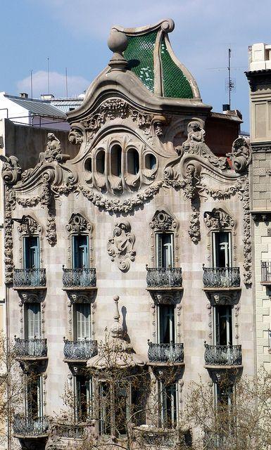 La Casa Es Muy Bonita Y Grande World Mediterranean: La Casa Comalat Es Un Edificio Modernista Situado En El