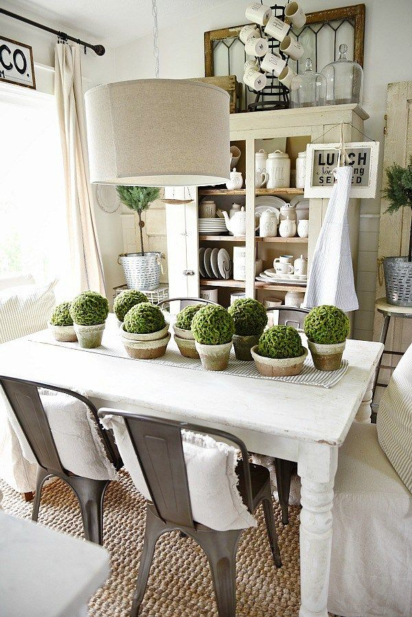28 Simple Dining Room Ideas For A Stunning Inspiration: Simple Terra-Cotta & Moss Centerpiece