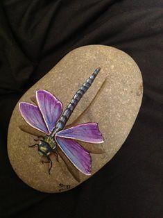 Libelle auf Stein gemalt / Really beautiful dragonfly!!#auf #beautiful #dragonfly #gemalt #libelle #stein