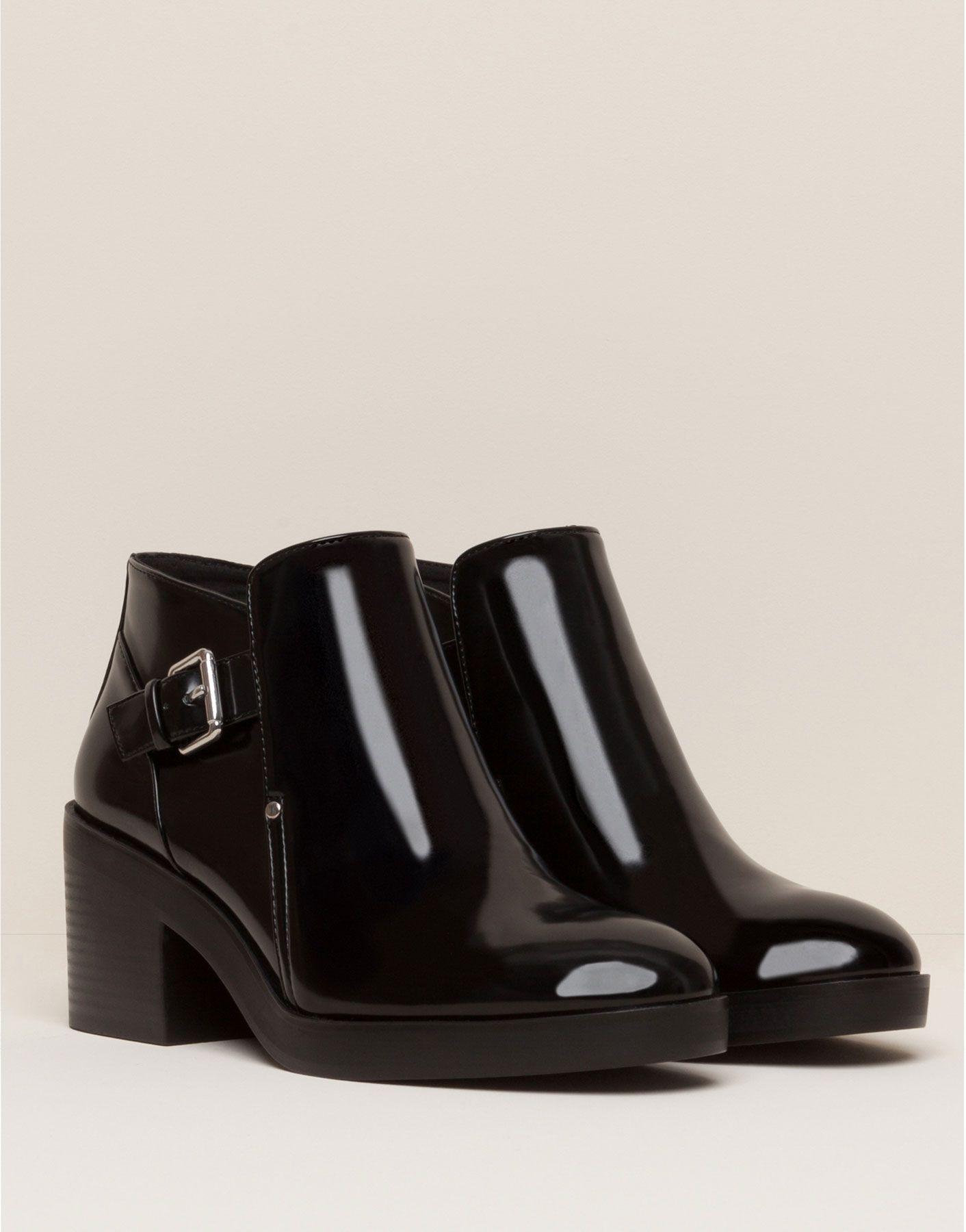 Consigue un look + moderno con lo último en zapatos para AW 17 de  PULL BEAR 67d24da7be5b