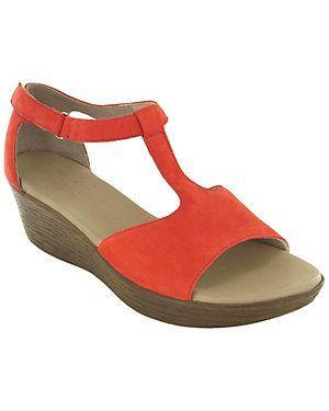 "Munro ""Vanna"" Leather T-Strap Sandal"