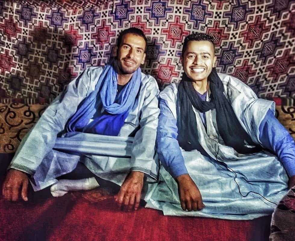 لباس اهل الصحراء في المغرب قد تقصر الحياة وقد تطول فكل شيء مرهون بالطريقة التي نحياها بها المغرب كلميم شارع مول Women S Top Fashion Tops