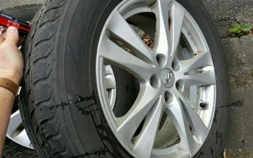"""Gut erhalten Hyundai Santa Fe CM orginal Felgen mit Winterreifen 18"""" 235/60 R18 107V Rockston Orginal Hyundai Santa Fe CM 18 Zoll Felgen mit TPMS Sensoren und Winterreifen (235/16 R18 107V). Die Felgen wurden bis März 2016 gefahren bis zu dies... Mehr gibt es auf http://www.gebrauchtplatz.de/produkt/hyundai-santa-fe-cm-orginal-felgen-mit-winterreifen-18-23560-r18-107v-rockston/"""
