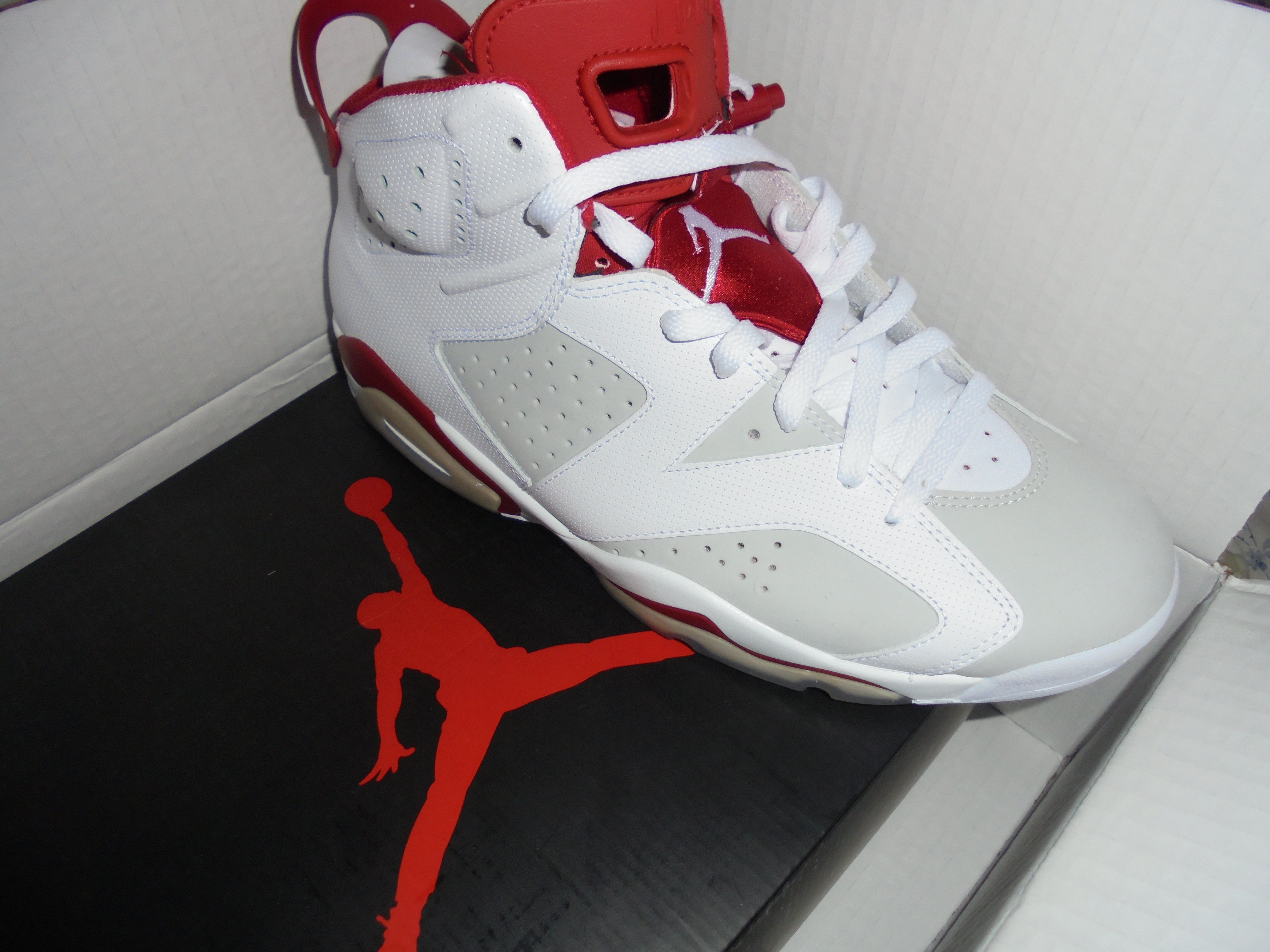 #Rightfoot of #AirJordanRetro6Alternate #MichaelJordanSneaker by #Nike - http://www.drewrynewsnetwork.com