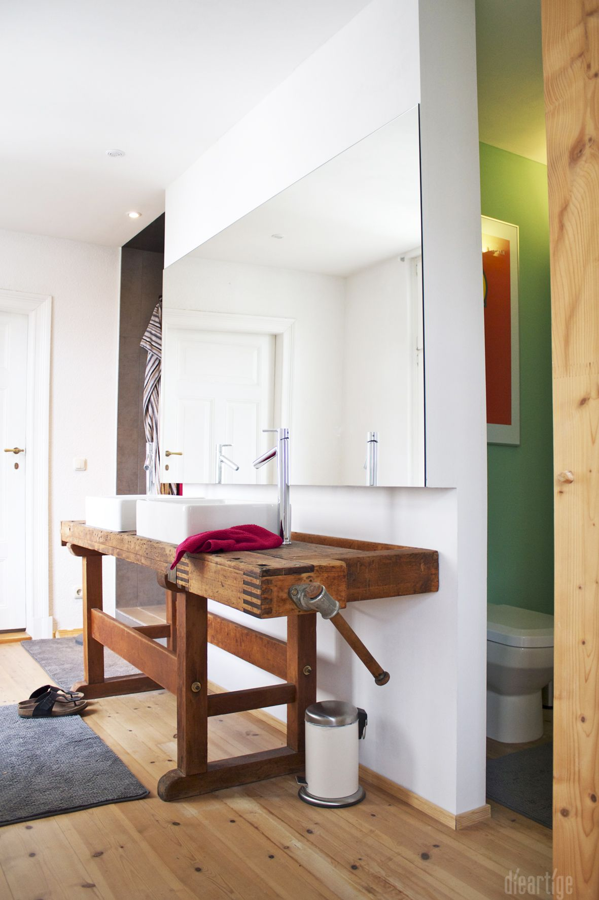 Dieartigeumbau Familie F Badezimmer Alte Werkbank Als Waschtisch Aufsatzwaschtische Holzboden Wc Nische Badezimmer Alte Werkbank Gaste Wc Mobel