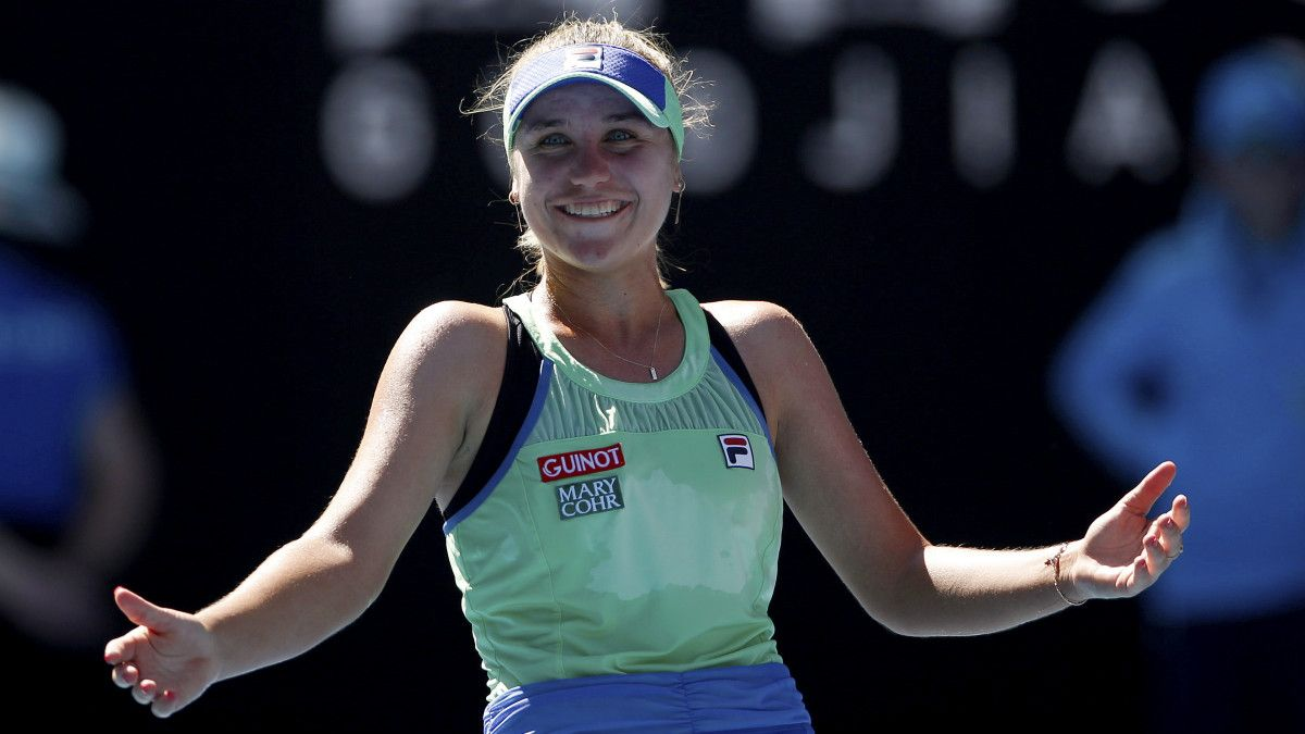 Sofia Kenin Upsets Ashleigh Barty To Reach Australian Open Final In 2020 American Tennis Players Australian Open Ashleigh