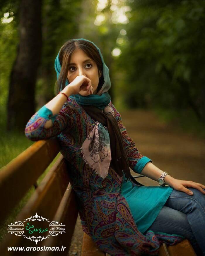 ژست عکس دخترانه تکی با حجاب