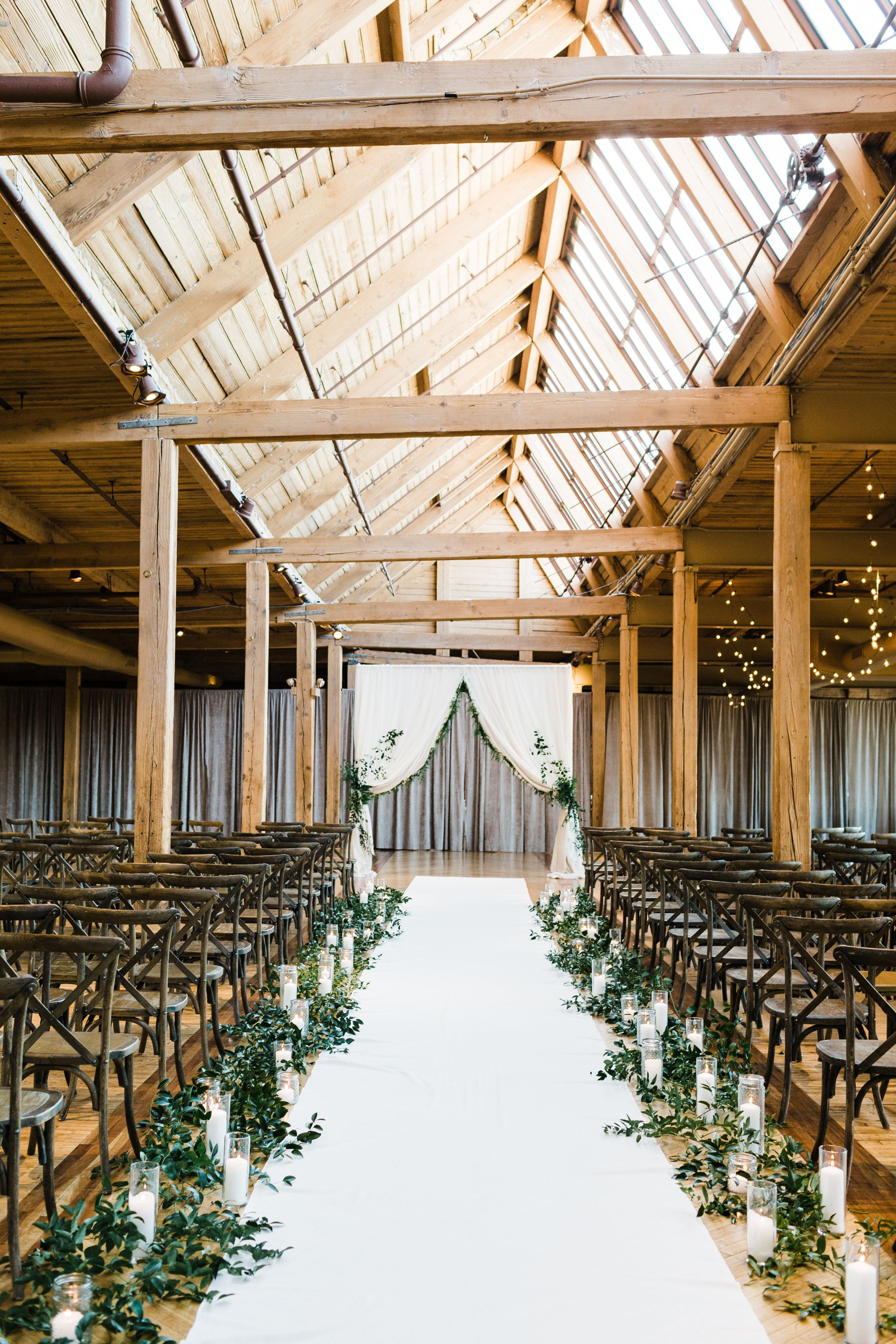 Amanda Ben S Wedding In The Skyline Loft Bridgeportartcenter Skylineloft Chicagoloft Loft Bridgeport Art Center Wedding Reception Decorations Kings Table