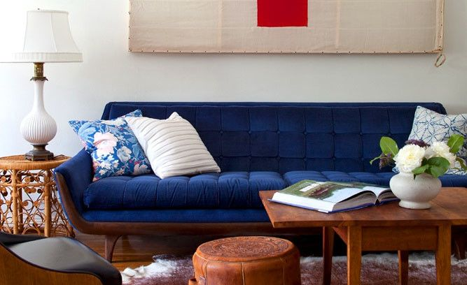 Enhance Basic White Walls With Richly Colored Furniture Pieces Such As This Velvet Indigo Vintage Modern Living Room Blue Living Room Living Room Inspiration