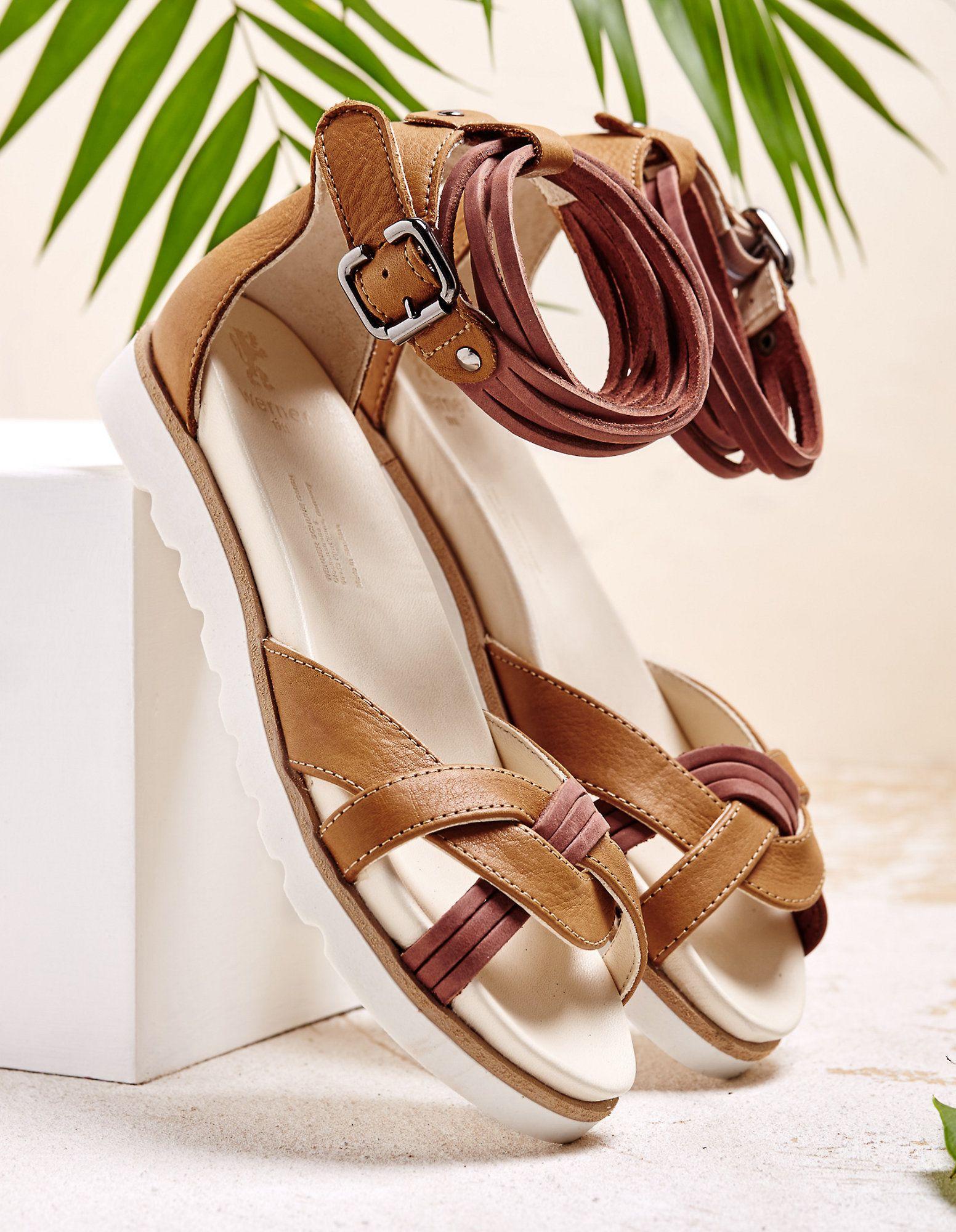 a00902dfec Deine sonnengebräunten Füße kannst du mit diesen luftigen Sandalen perfekt  in Szene setzen. Werner verarbeitet