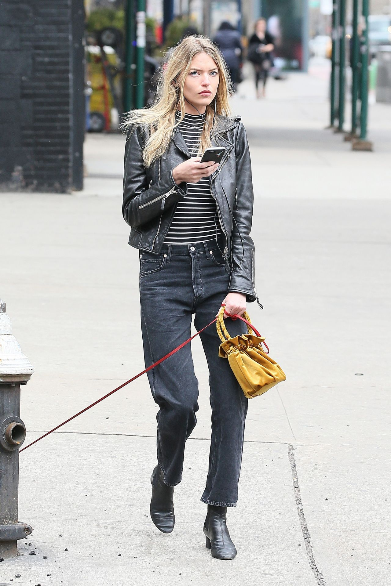 #MarthaHunt, #NewYork Martha Hunt Urban Outfit - Walks Her Dog in New York – 04/07/2017 | Celebrity Uncensored! Read more: http://celxxx.com/2017/04/martha-hunt-urban-outfit-walks-her-dog-in-new-york-04072017/