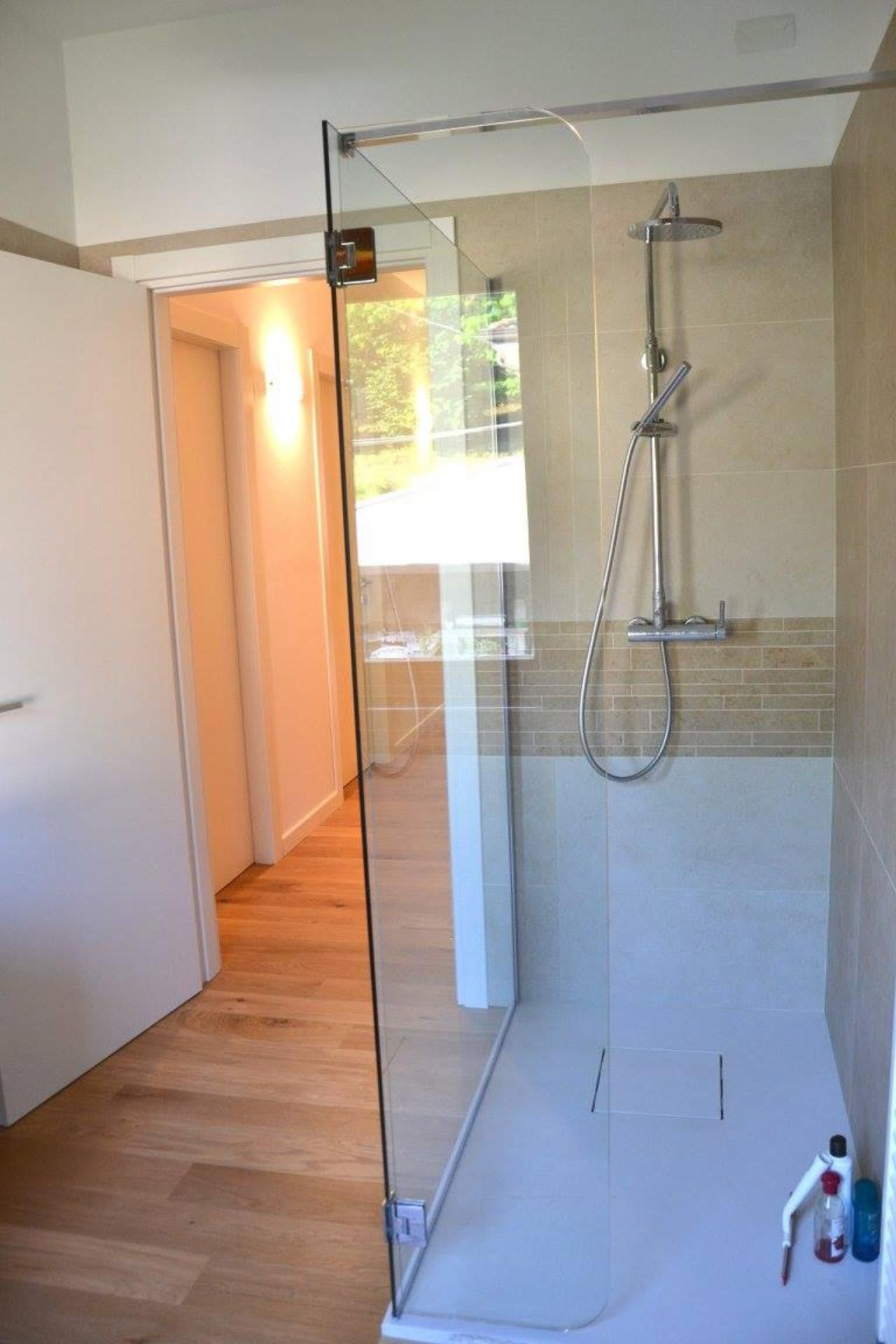 Bagno con pavimento in legno a Verona Bagni con parquet