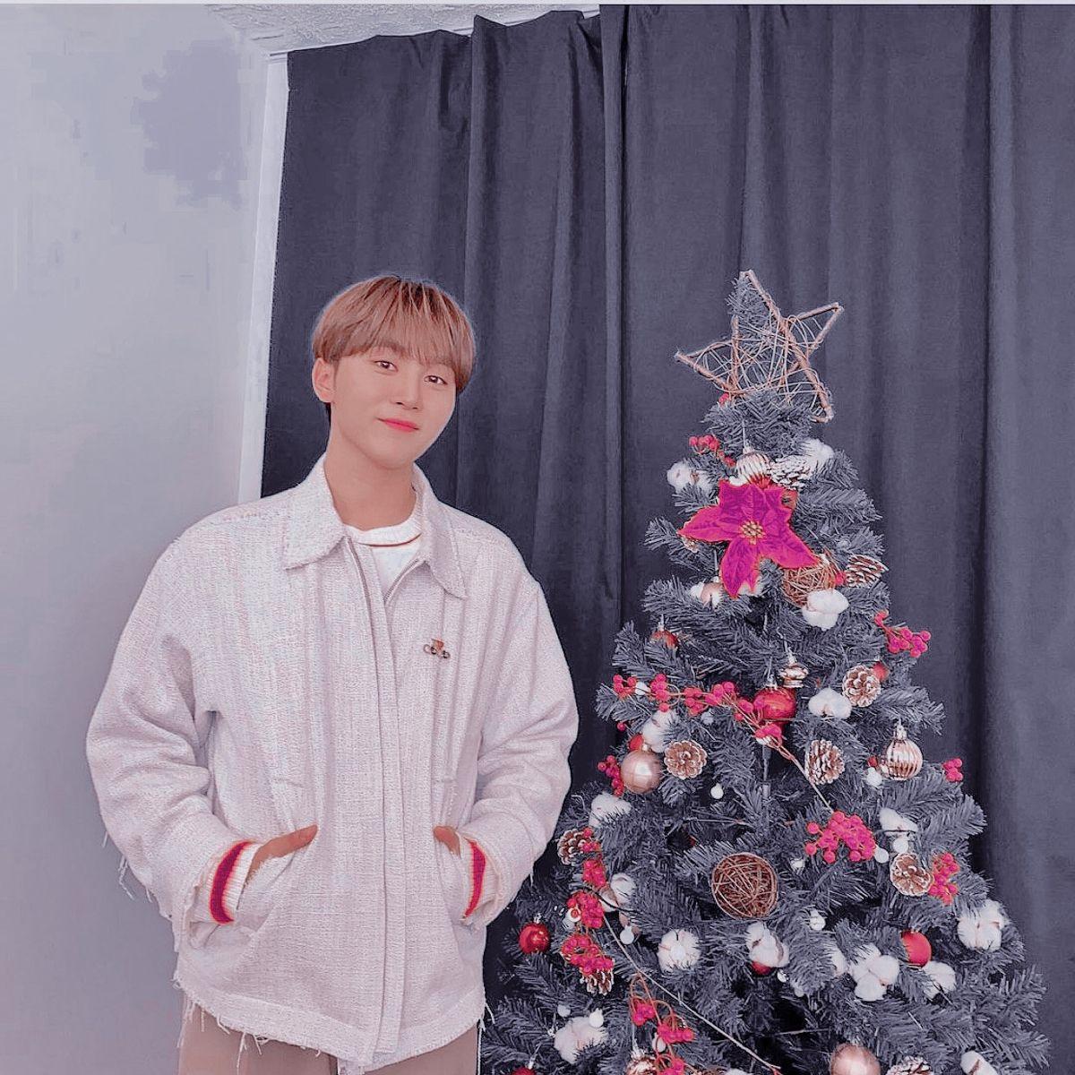 Seungkwan Christmas Aesthetic Photos Seventeen Christmas Aesthetic Christmas Aesthetic Photo