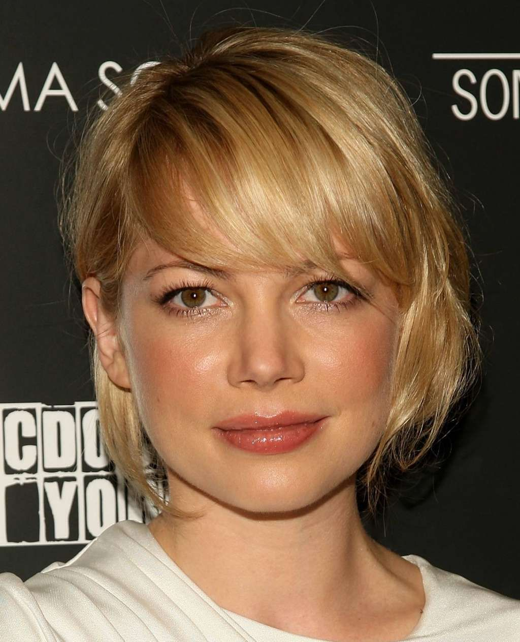 Short bob hairstyle for round face  oneladycom  hair hairs