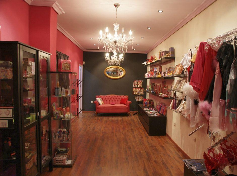 Tienda de ropa tiene un toque se orial gracias a la for Decoracion de boutique
