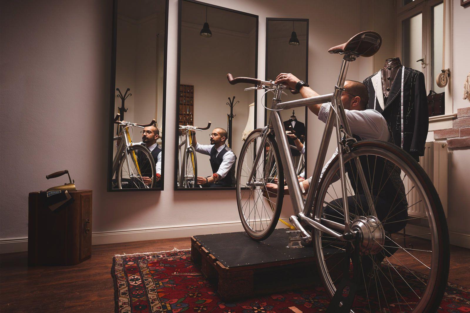das coboc one soho ist ein silbernes e bike das dank der. Black Bedroom Furniture Sets. Home Design Ideas