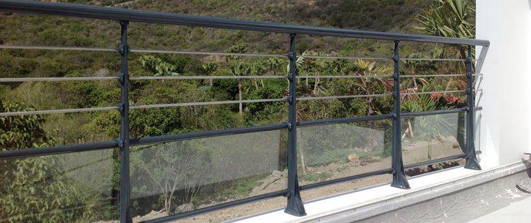 garde corps aluminium pour villa alu profil s ronds panneaux verre feuillet t le aluminium. Black Bedroom Furniture Sets. Home Design Ideas