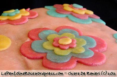 TortaFioriBuddy2  torta di grano saraceno con fiori di marzapane