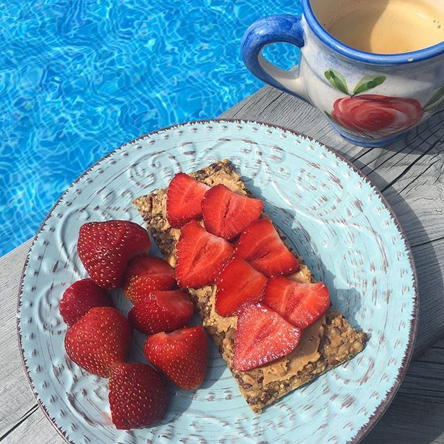 organic crisp bread with peanut butter and strawberries 🍓