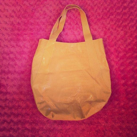 Large beach tote bag! Cute bag in great condition! It's very big so it can hold a lot of stuff! Rarely used! Bags Totes