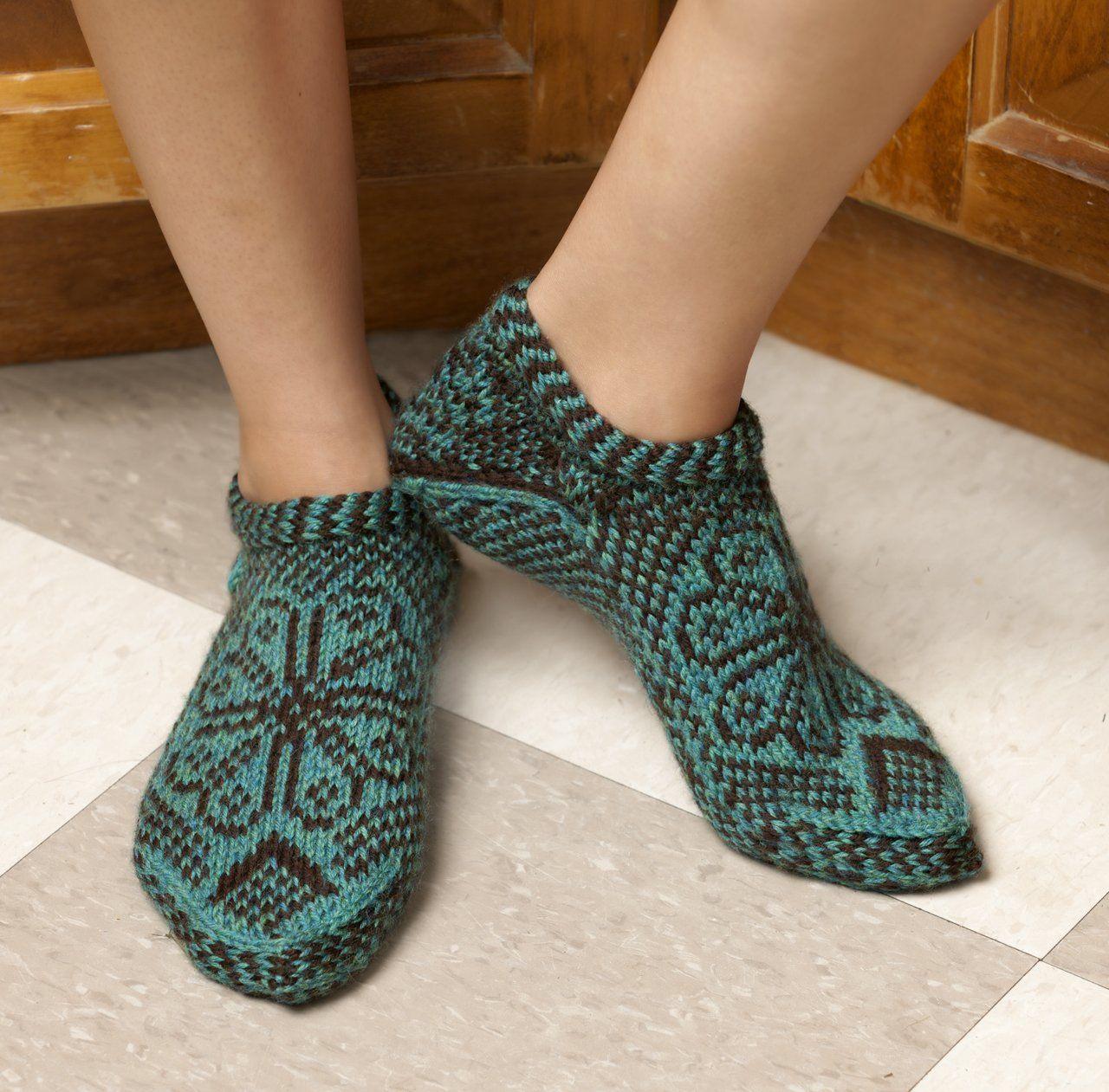 Knitting Scandinavian Slippers And Socks Laura Farson 9781604680492 Amazon Com Books Slippers Pattern Knitted Slippers Knitting Socks
