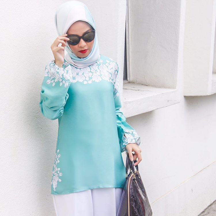 "9,803 Likes, 29 Comments - Bella Dally (@belladally) on Instagram: ""Feminine and modest Dayeesha blouse from @arianirtw. Cantik kan? #BellaforAriani 📸 @orangputihkita"""