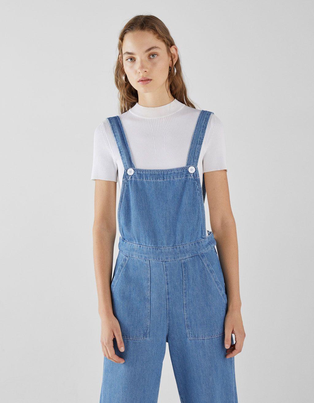 c5bcb5fa5 Dlouhé denimové kalhoty na šle. Objevte tento a mnoho dalších výrobků u  Bershky s novými výrobky každý týden