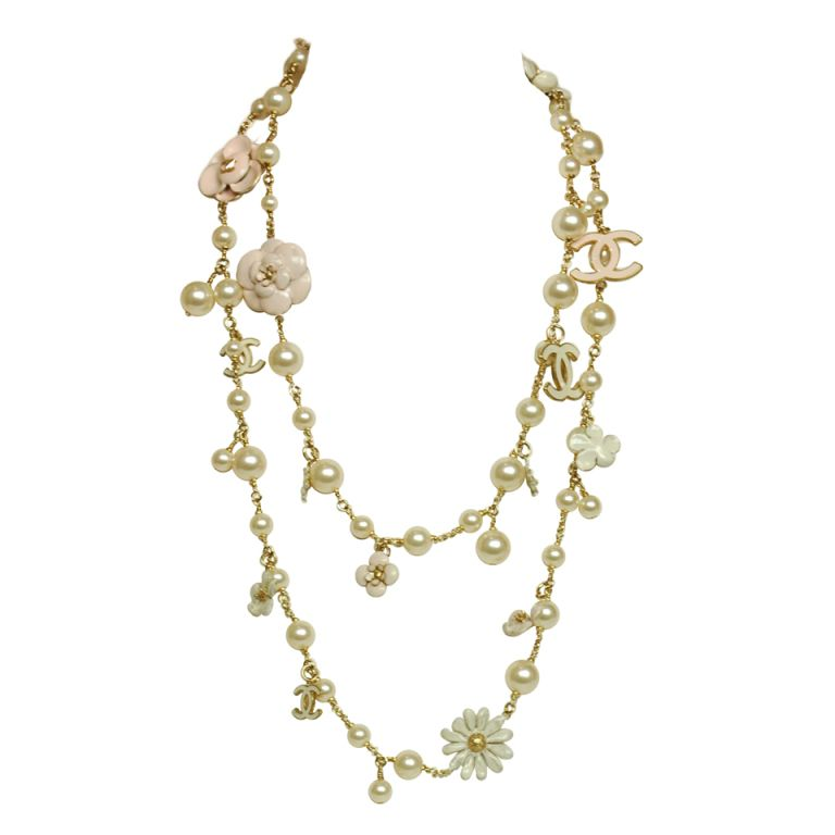 Chanel Pearl Necklace With Pink Camellia Flowers 1stdibs Com Chanel Pearl Necklace Pink Pearl Jewelry Chanel Pearls
