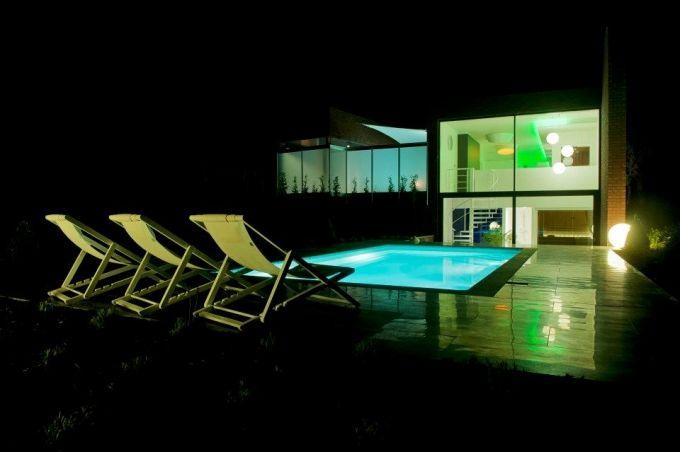 Welkom bij Essenzi, uw oase in het hart van Genk. Een plek waar u tot rust kunt komen: genieten is hier het sleutelwoord ! Van zodra je bij Essenzi binnenstapt, wordt u ondergedompeld in de juiste sfeer, werkelijk niets wordt aan het toeval overgelaten. De klant in de watten leggen is hier doelstelling nr. 1. Bekijk alle details op http://www.relaxy.be/prive-sauna/genk/238-essenzi/ - Privé sauna - Essenzi - Relaxy.be