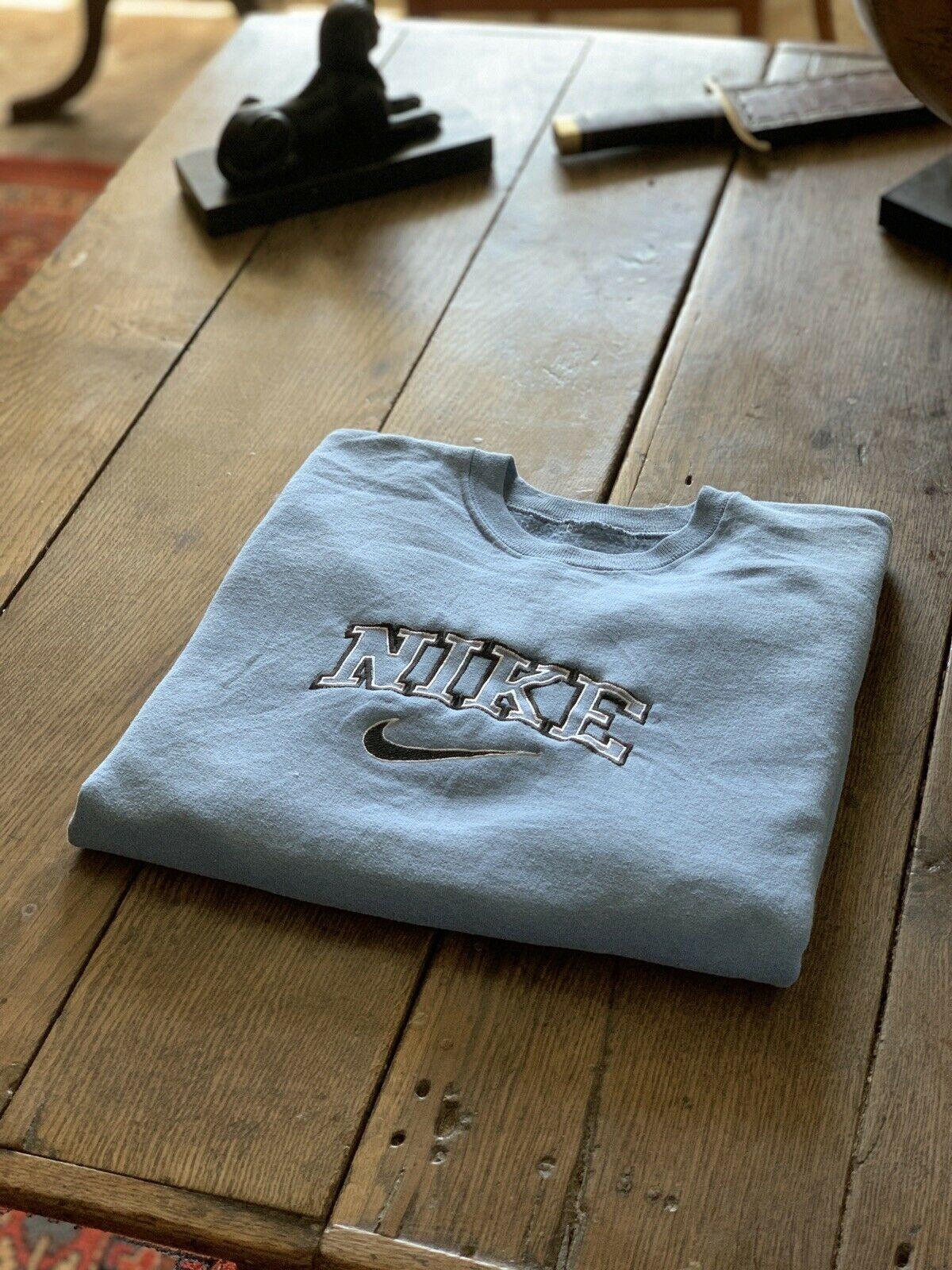 Vintage 90 S Baby Blue Nike Spell Out Sweatshirt Vintage Nike Sweatshirt Sweatshirts Nike Sweatshirts [ 1600 x 1200 Pixel ]