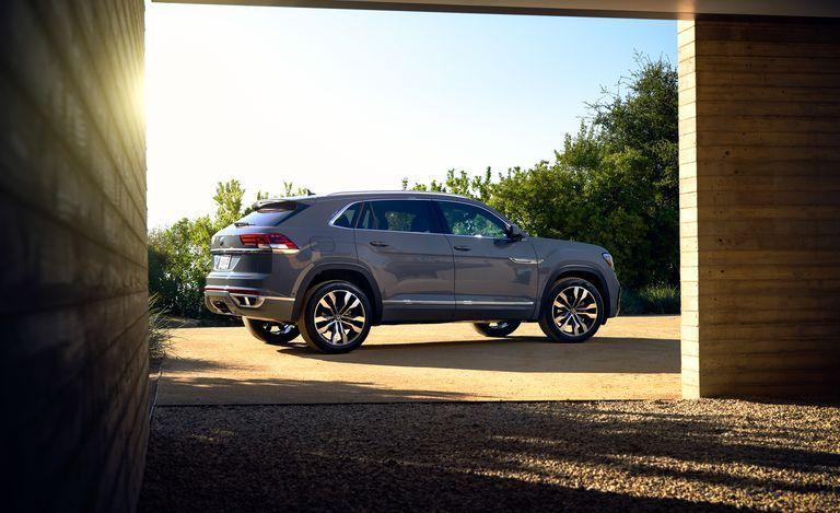 2020 Volkswagen Atlas Cross Sport Review Pricing And Specs Volkswagen Sports See Photo