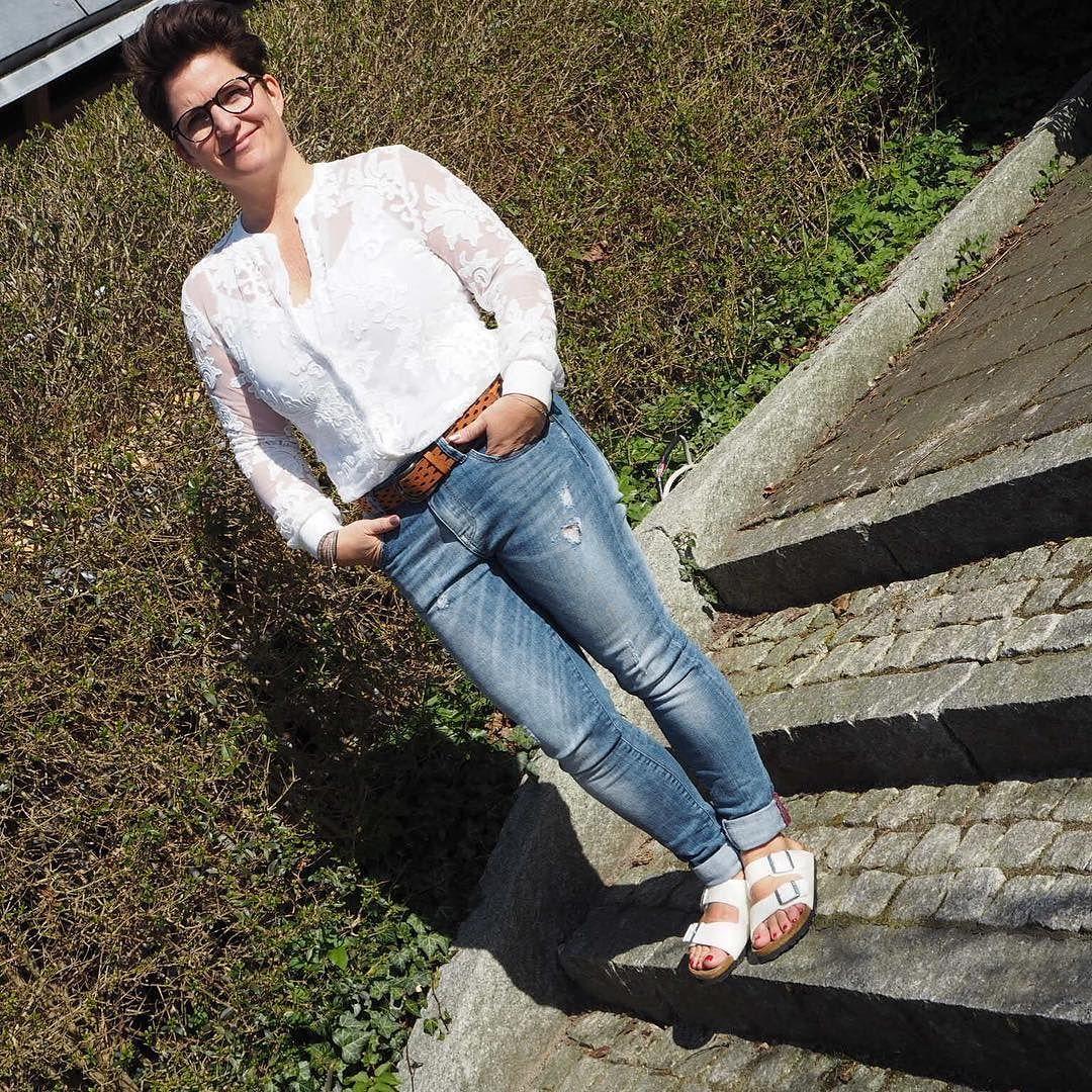 Rå jeans blonder og Birkenstock - fed kombi@birkenstock @mosmoshjeans @depecheeu @bruunbruun #birkenstock #bruunbruun #custommade #fashion #fashionista #jeans #blonder by bruunbruun