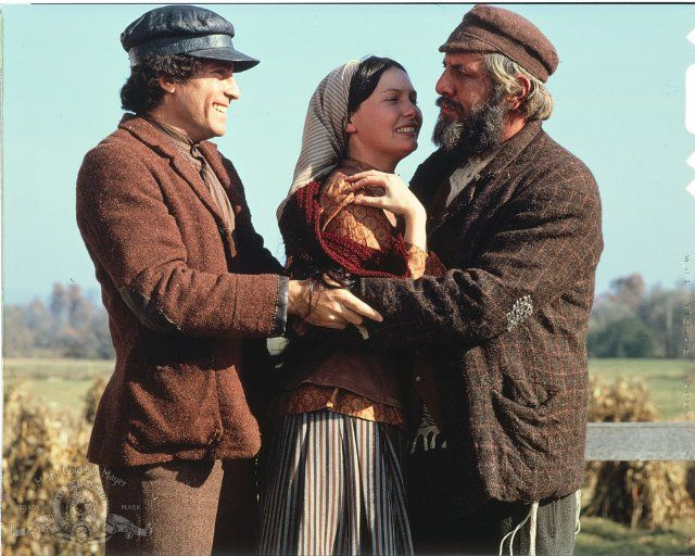 Pictures Photos From Fiddler On The Roof 1971 Musical Movies Fiddler On The Roof Movies