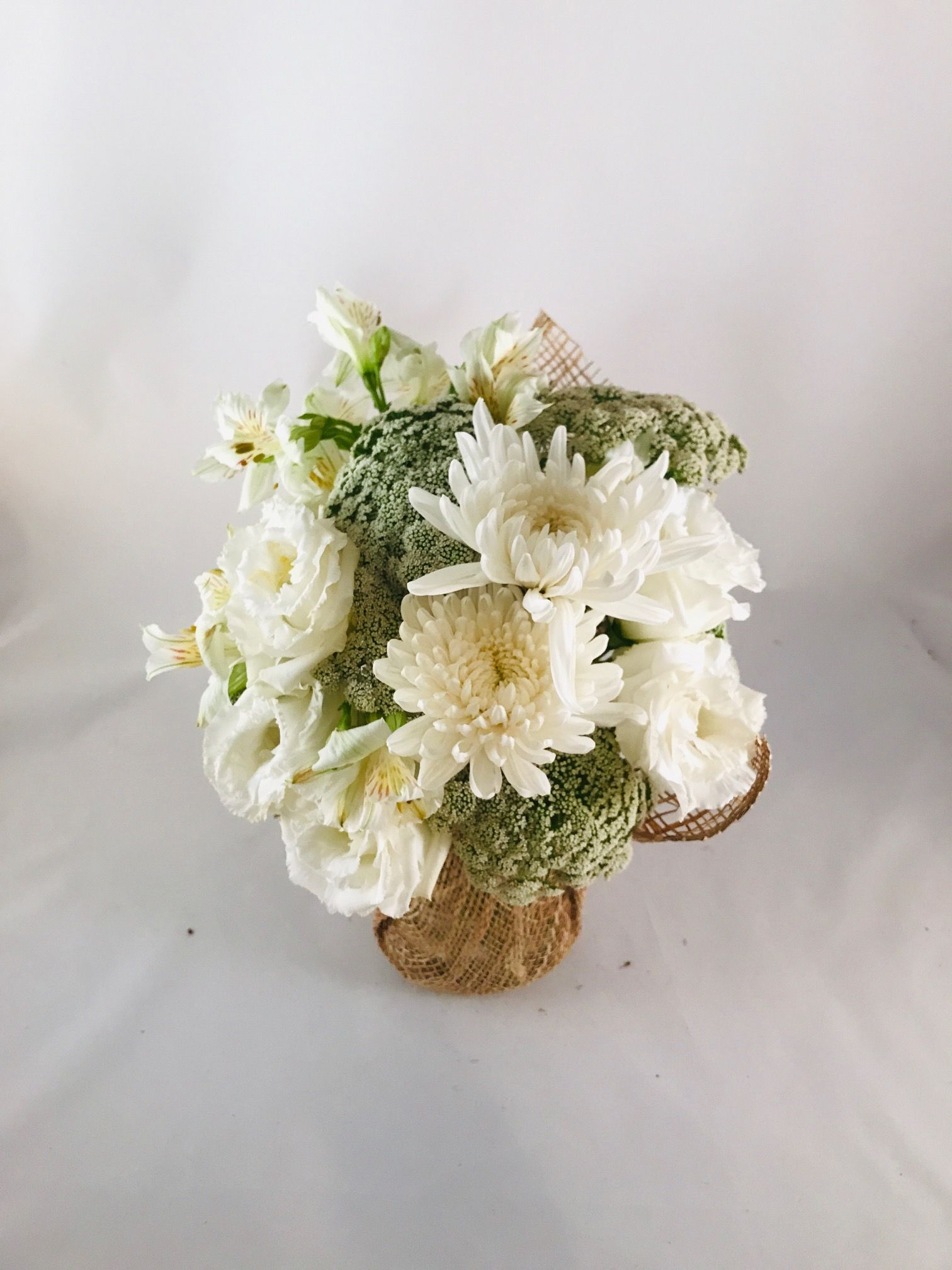 queen annes lace, jimba, lisianthus and alstroemeria