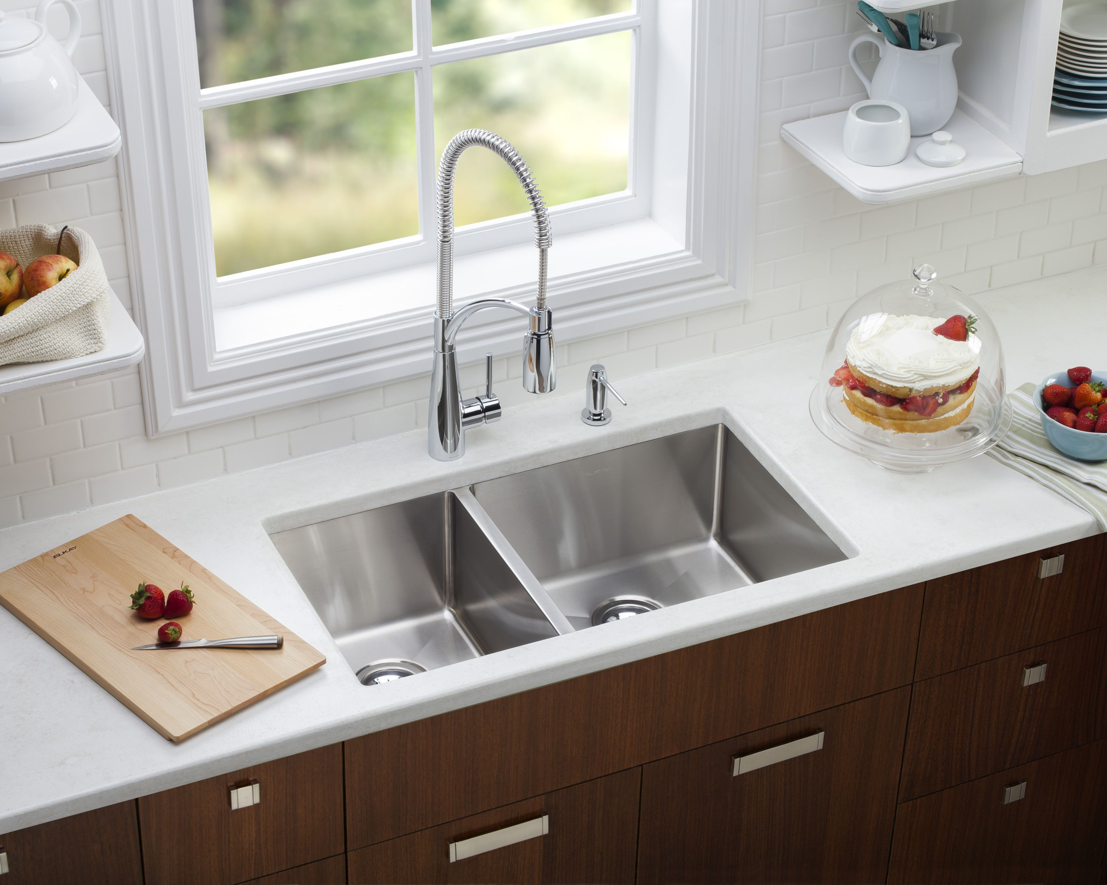 Elkay Crosstown stainless steel double bowl undermount sink ...